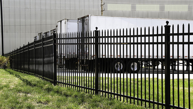 Commercial steel fence yutka